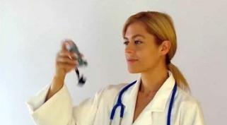 Lắc mạnh bình định liều MDI trong 5 giây