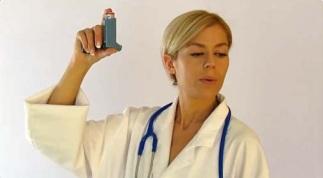 Thở ra hết sức trước khi hít bình định liều MDI