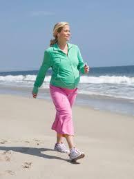 Hình ảnh minh họa đi bộ khi mang thai