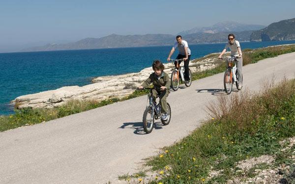 Hình ảnh minh họa đạp xe cùng con