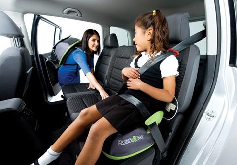 Ghế phụ cho bé ngồi trên xe hơi