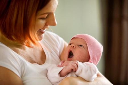 Trẻ 2 tuần tuổi
