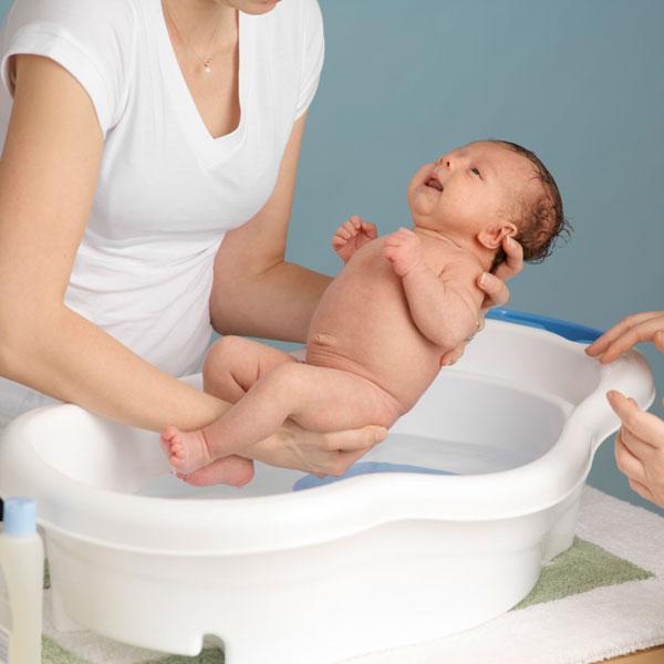 Cách tắm cho trẻ 2 tuần tuổi