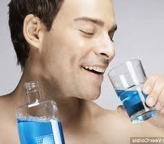Hình 5: Hạn chế dùng cà phê, trà, rượu và tránh nước súc miệng có cồn.