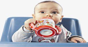 lựa chọn cốc uống sữa thích hợp với trẻ
