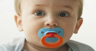 ngậm núm vú giả ở trẻ lợi ích và rủi ro