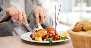 Xoay sở với những vấn đề ăn uống do phẫu thuật, xạ trị và hóa trị