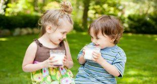 khi nào trẻ có thể uống sữa tươi