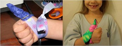 Tự làm bao tay cho trẻ hay mút tay