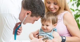 Bác sĩ nhi giỏi khám bệnh cho trẻ em