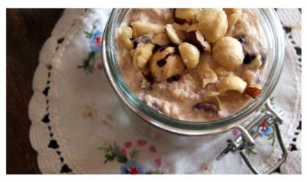 Ngũ cốc yến mạch với táo và hạt phỉ