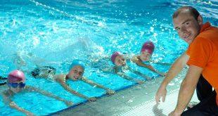 Lớp học bơi cho trẻ