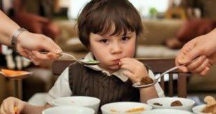 Những tác hại của việc ép con ăn