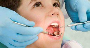 trẻ thay răng