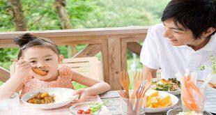 10 quy tắc vàng trong giờ ăn của trẻ
