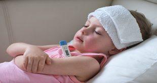 Cha mẹ cần làm gì khi con bị sốt?